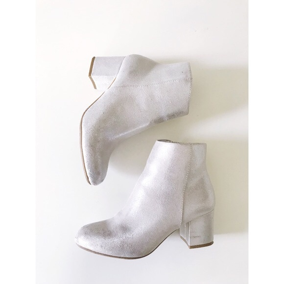 A New Day Shoes - 💎HP💎 NWT Metallic silver booties